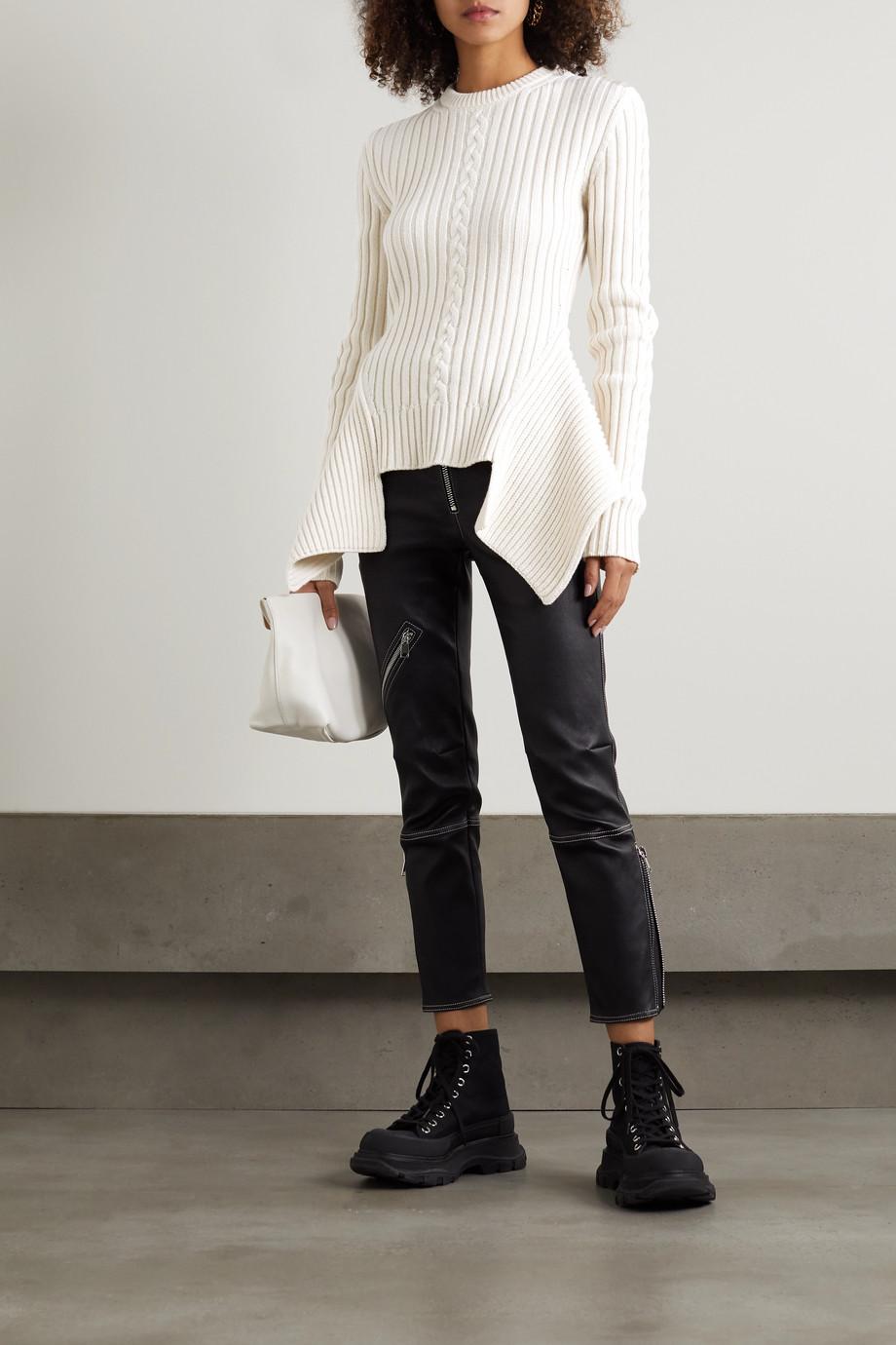 Alexander McQueen Asymmetrischer Pullover aus einer Woll-Kaschmirmischung in Ripp- und Zopfstrick
