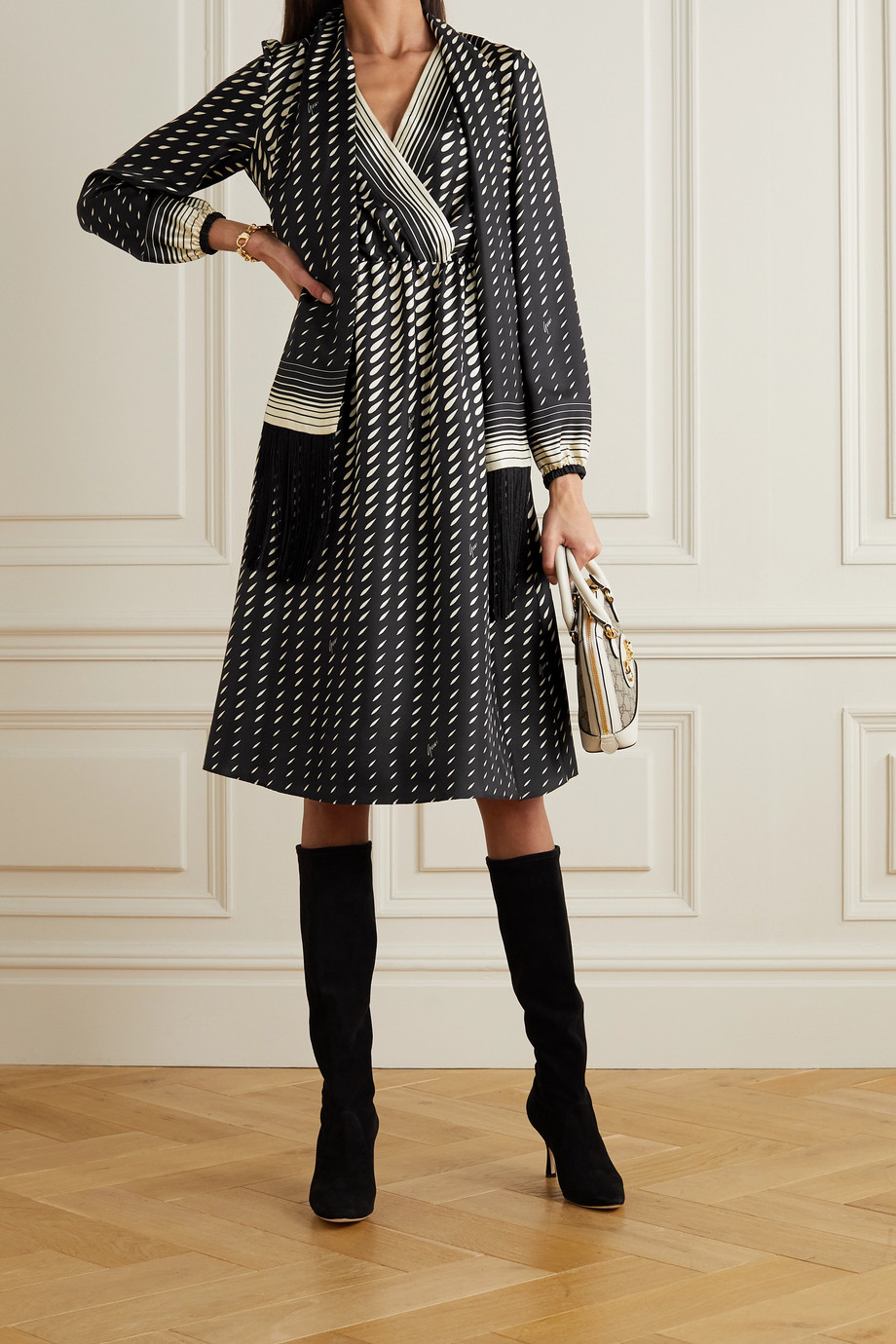 Gucci Robe midi en serge de soie imprimée à foulard et à franges