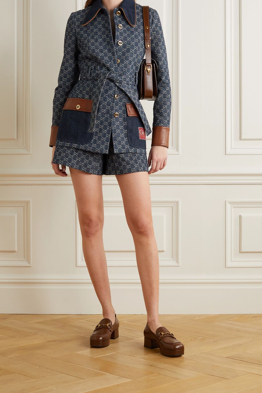 Gucci + NET SUSTAIN Jeansjacke aus Bio-Denim mit Jacquard-Muster und Lederbesätzen