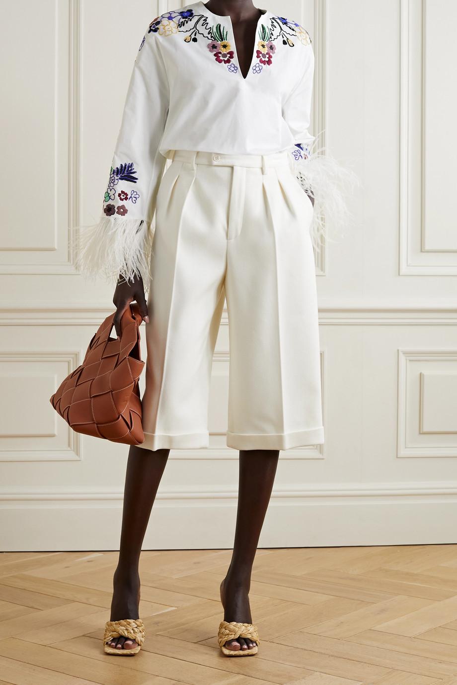 Valentino Bluse aus Baumwollpopeline mit Verzierungen und Federn