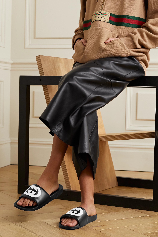 Gucci Pursuit Pantoletten aus Leder mit Logoapplikation