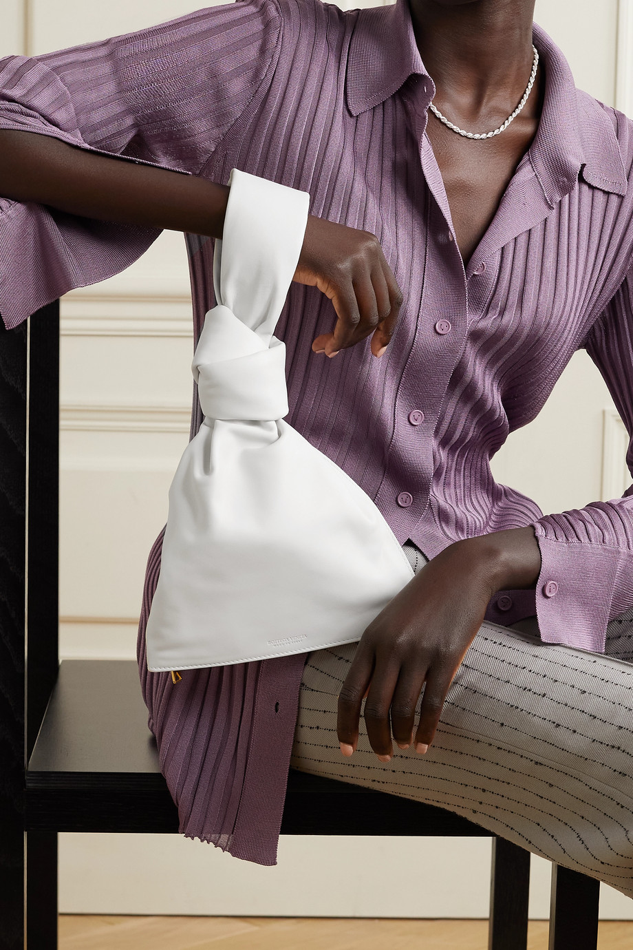 Bottega Veneta Pochette en cuir noué The Twist
