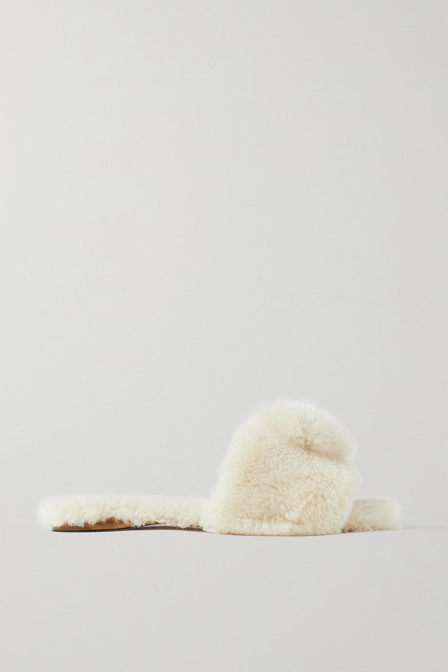 Aquazzura Claquettes en peau lainée à pompons Foxy