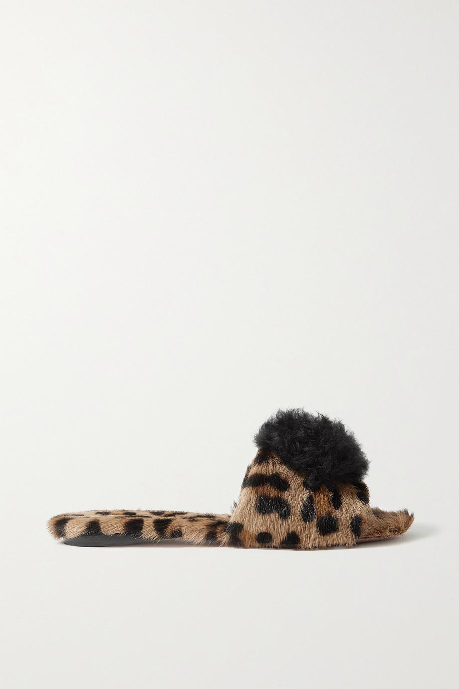 Aquazzura Claquettes en poil de chèvre à imprimé léopard et à pompons Foxy