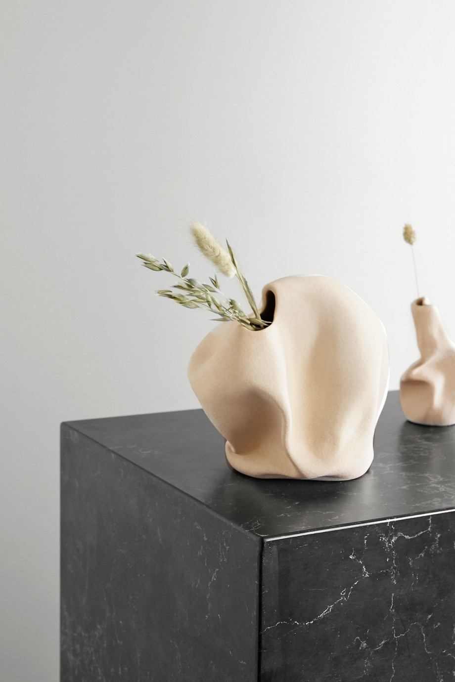 Completedworks + Ekaterina Bazhenova Yamasaki Goliath ceramic vase