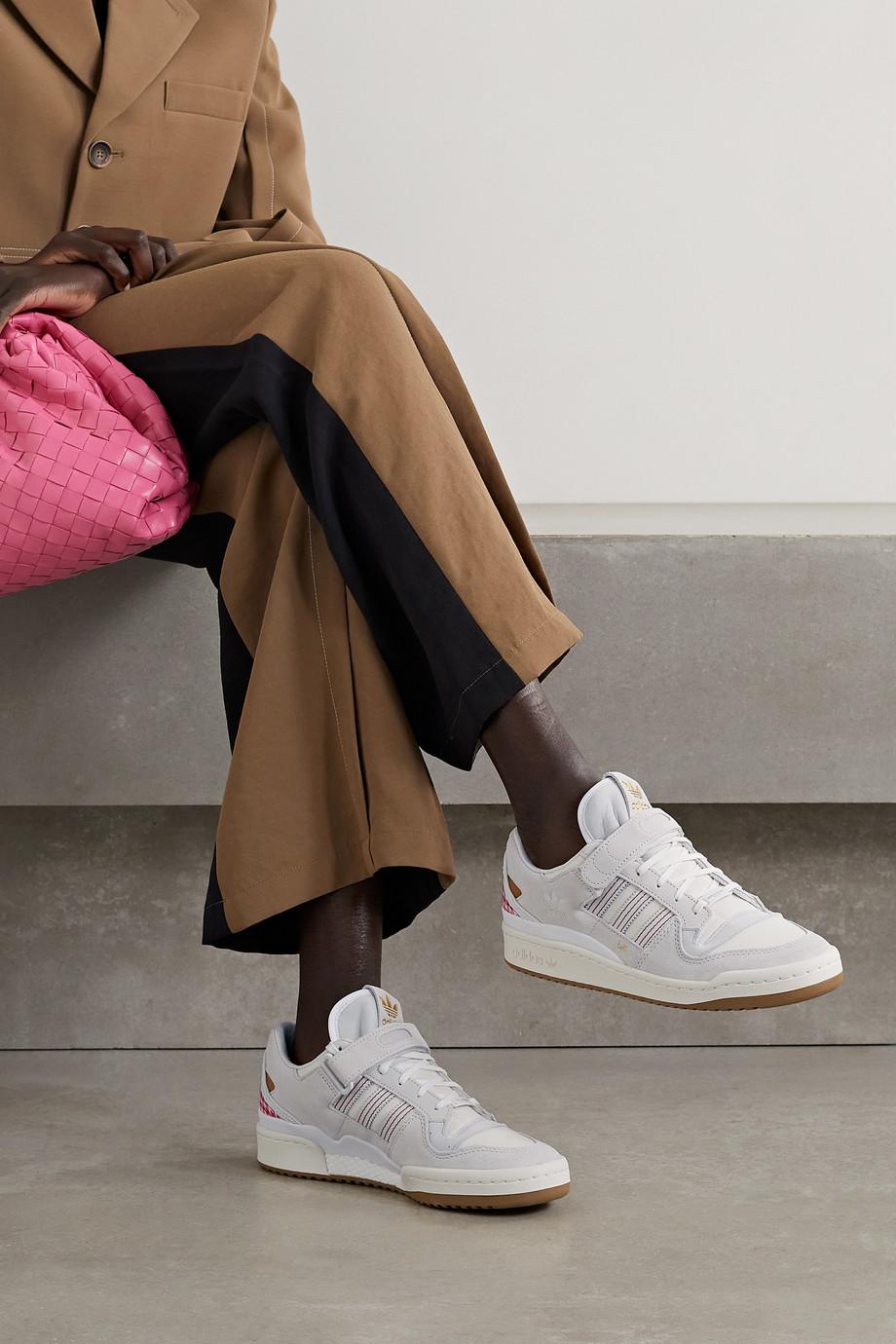adidas Originals + Arwa Al Banawi Forum 84 Sneakers aus Canvas mit Besätzen aus Veloursleder und Leder