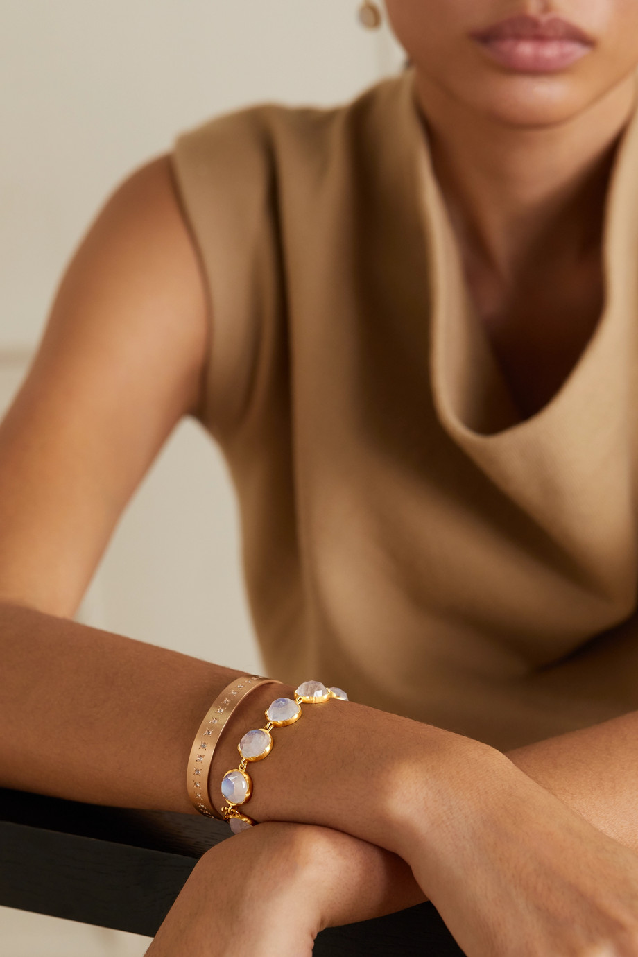 Irene Neuwirth 18-karat gold moonstone bracelet