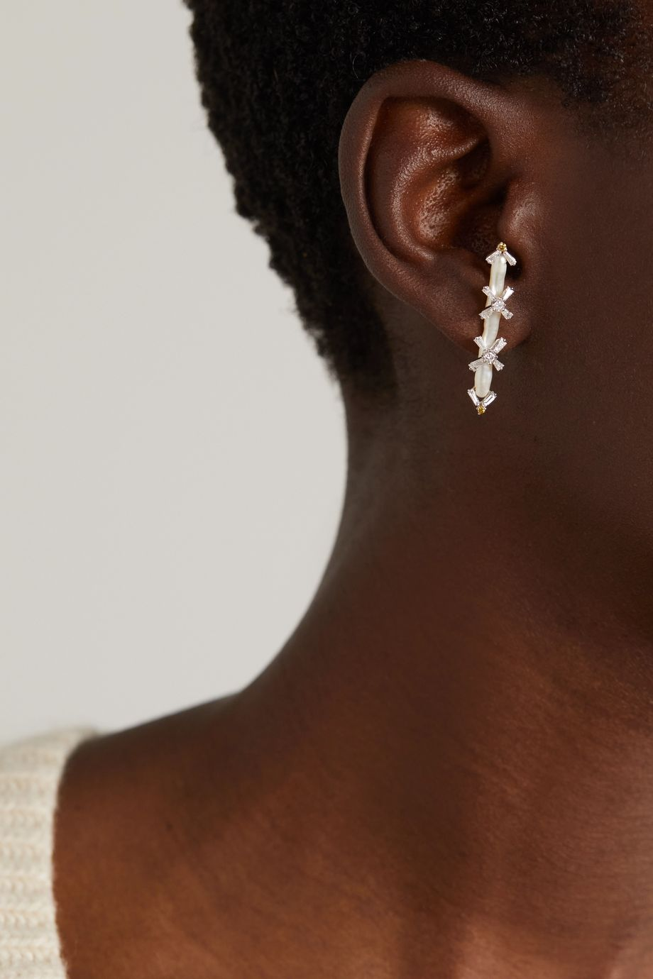 Bina Goenka Boucles d'oreilles en or blanc 18 carats, perles et diamants