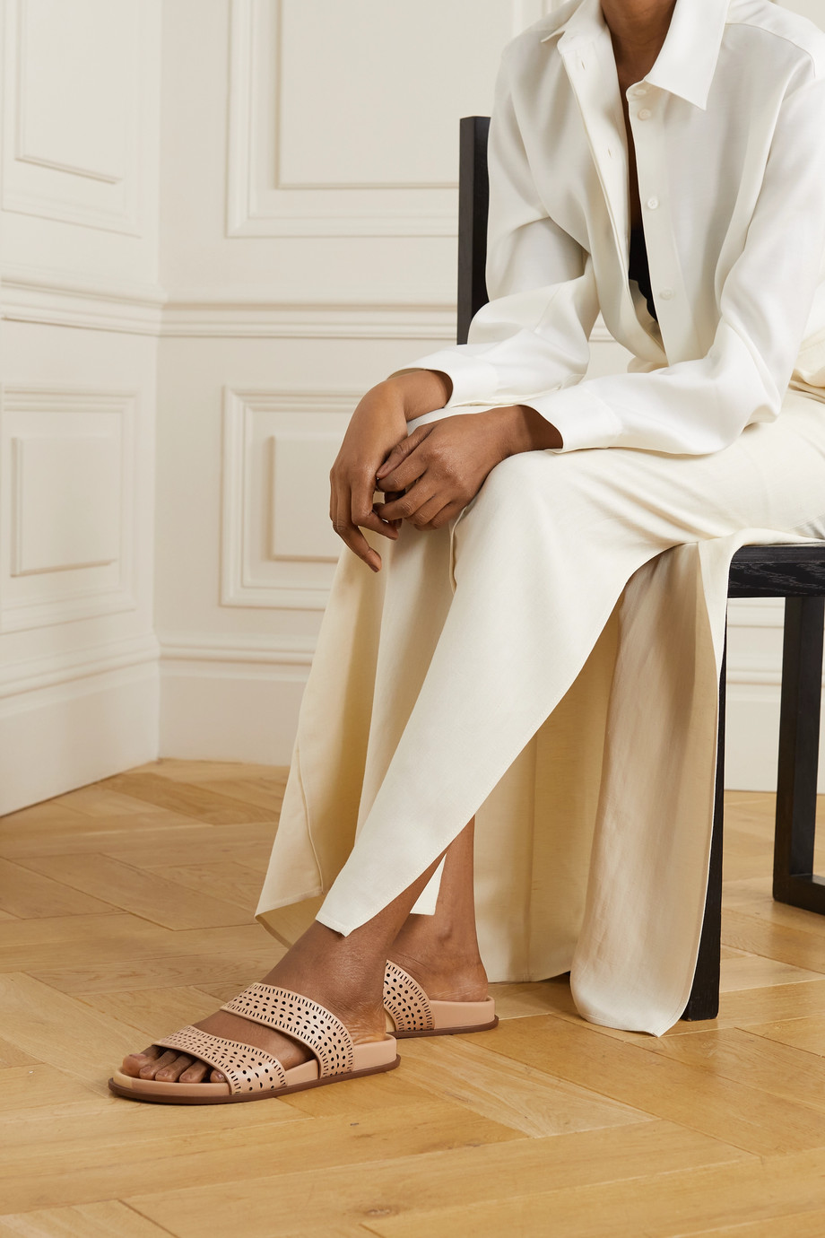 Alaïa Pantoletten aus lasergeschnittenem Leder