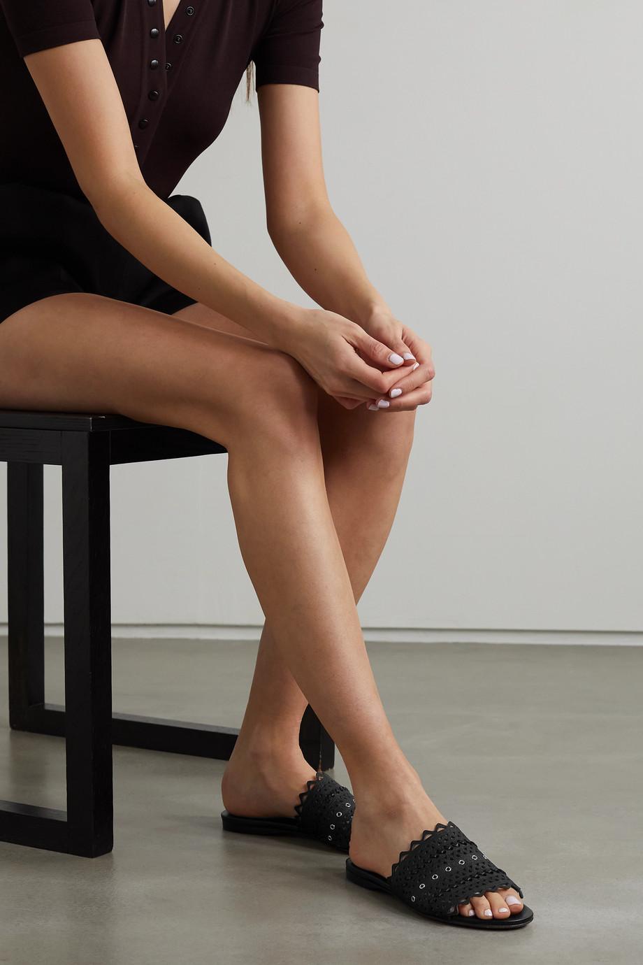 Alaïa Pantoletten aus lasergeschnittenem Raffiabast und Leder mit Ösen