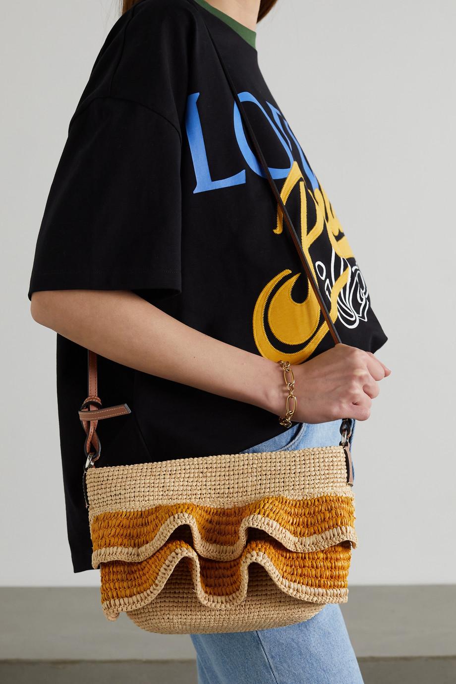Loewe + Paula's Ibiza Pochette Schultertasche aus Raffiabast mit Rüschen