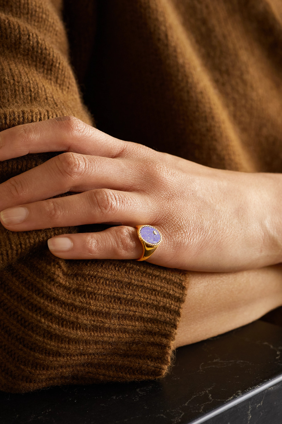 Yvonne Léon 9-karat gold, lapis lazuli and diamond signet ring