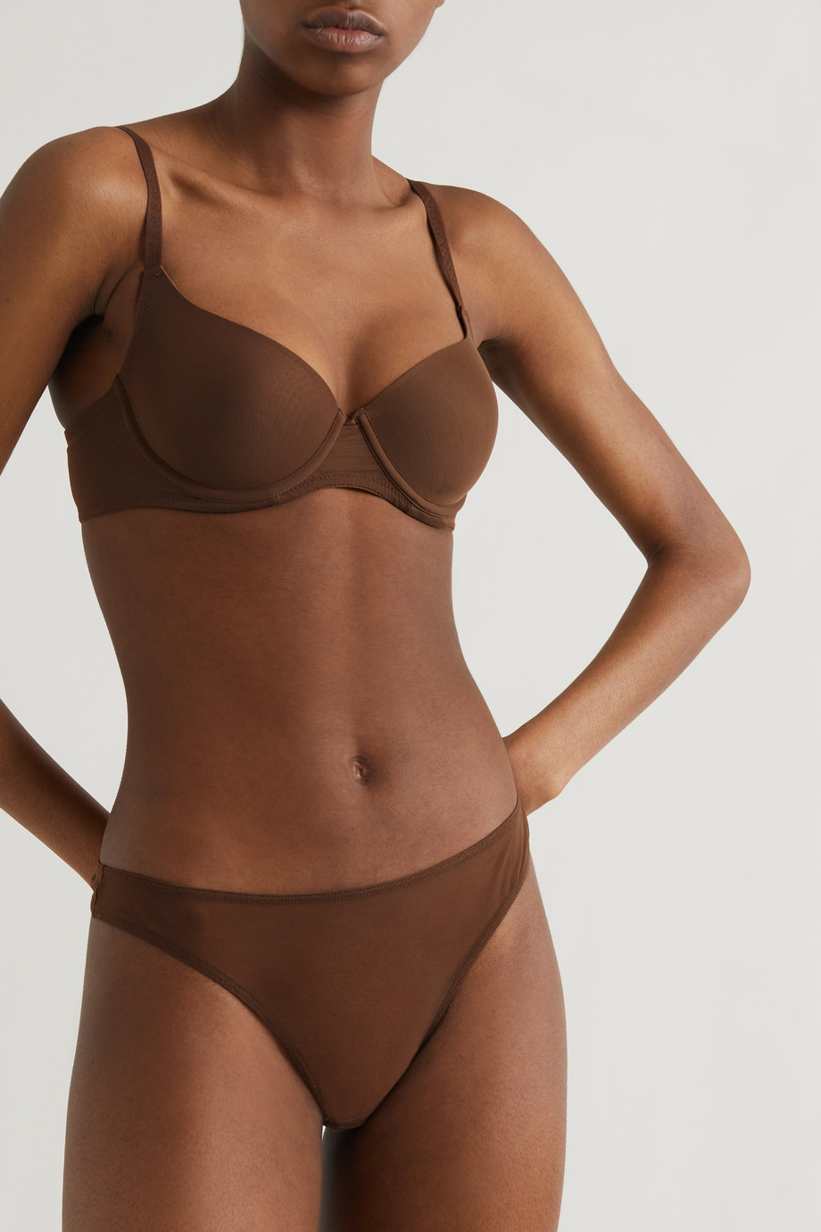 Nubian Skin String en tulle stretch Perfect
