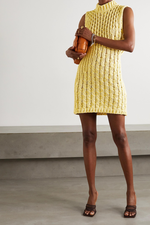 Salvatore Ferragamo Minikleid aus Baumwolle in Zopfstrick mit Stehkragen und Cut-out