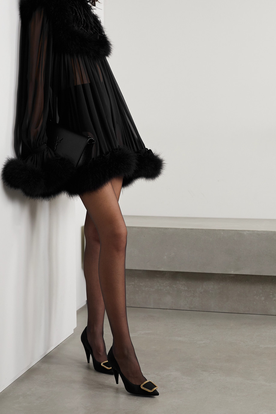 SAINT LAURENT Mini-robe en mousseline de soie à plumes