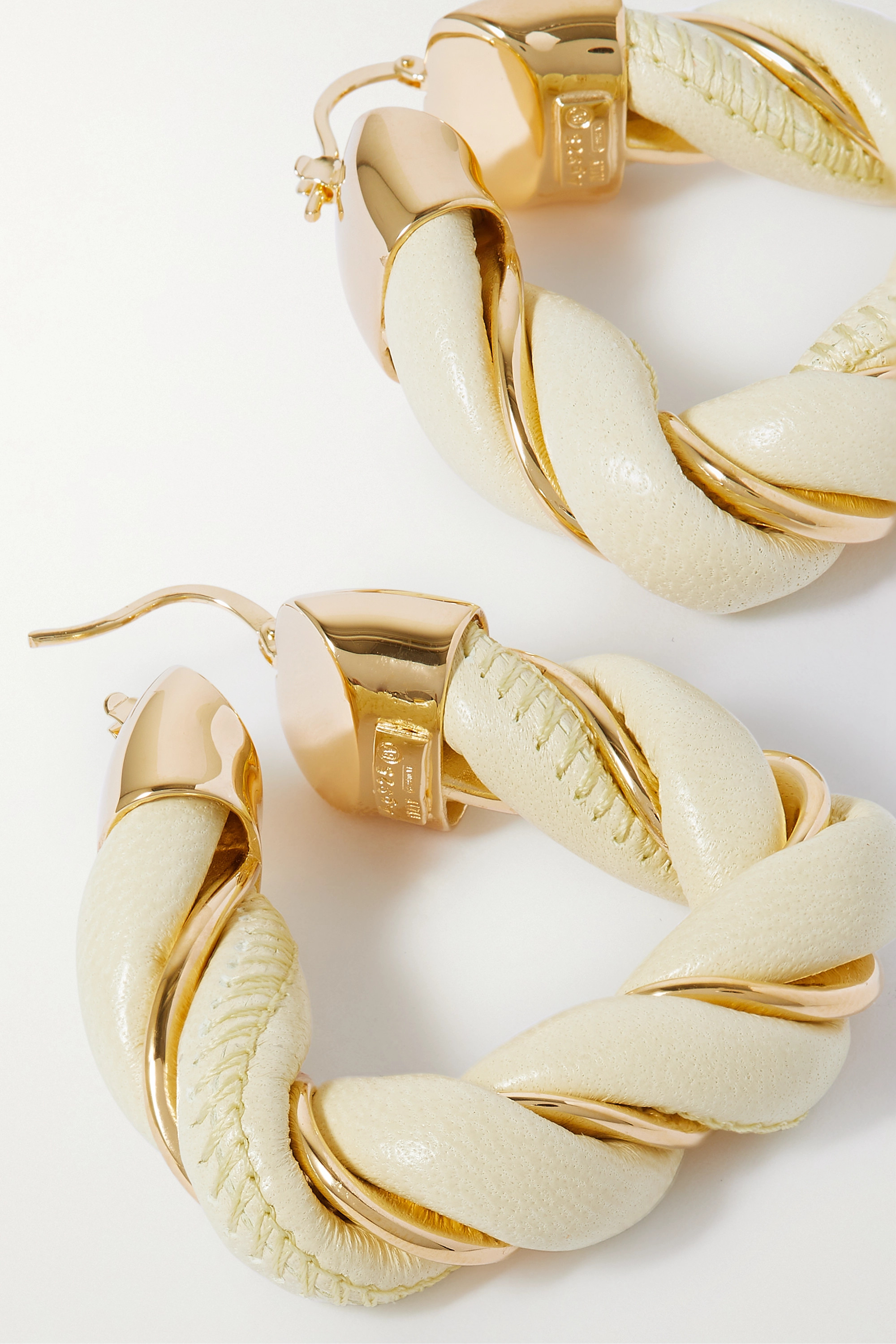 Bottega Veneta Boucles d'oreilles en plaqué or et cuir Square Twist