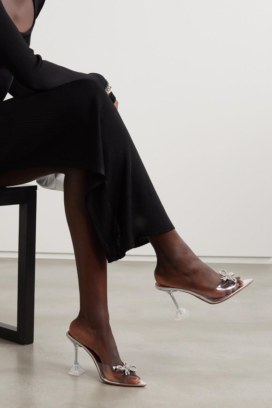 Amina Muaddi Rosie Mules aus PVC mit Kristallen
