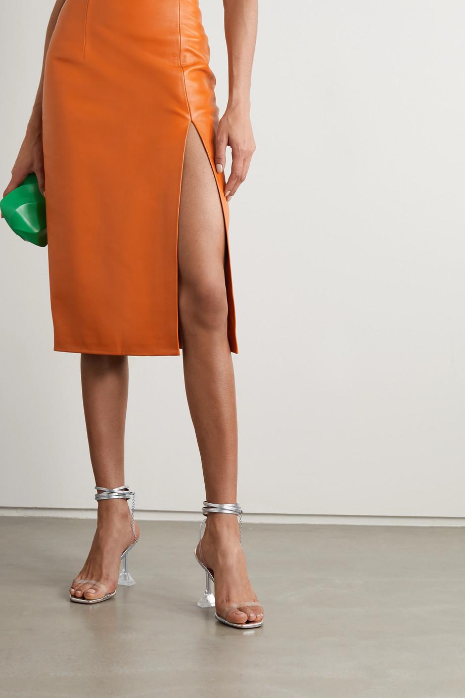 Amina Muaddi Sandales en PVC et en cuir métallisé à chaînes Henson