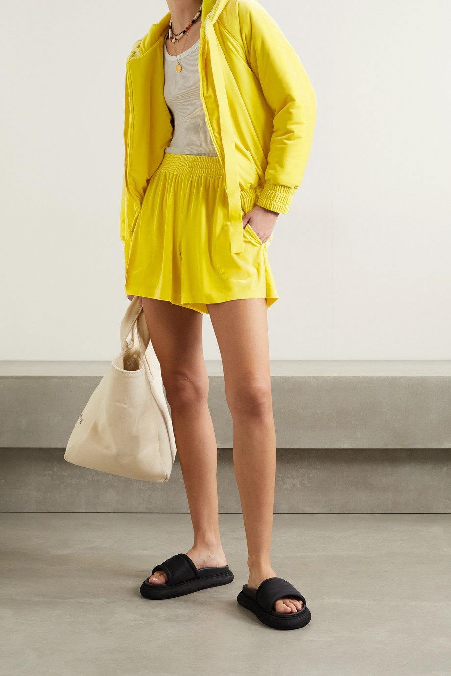 Norma Kamali Shorts aus Samt