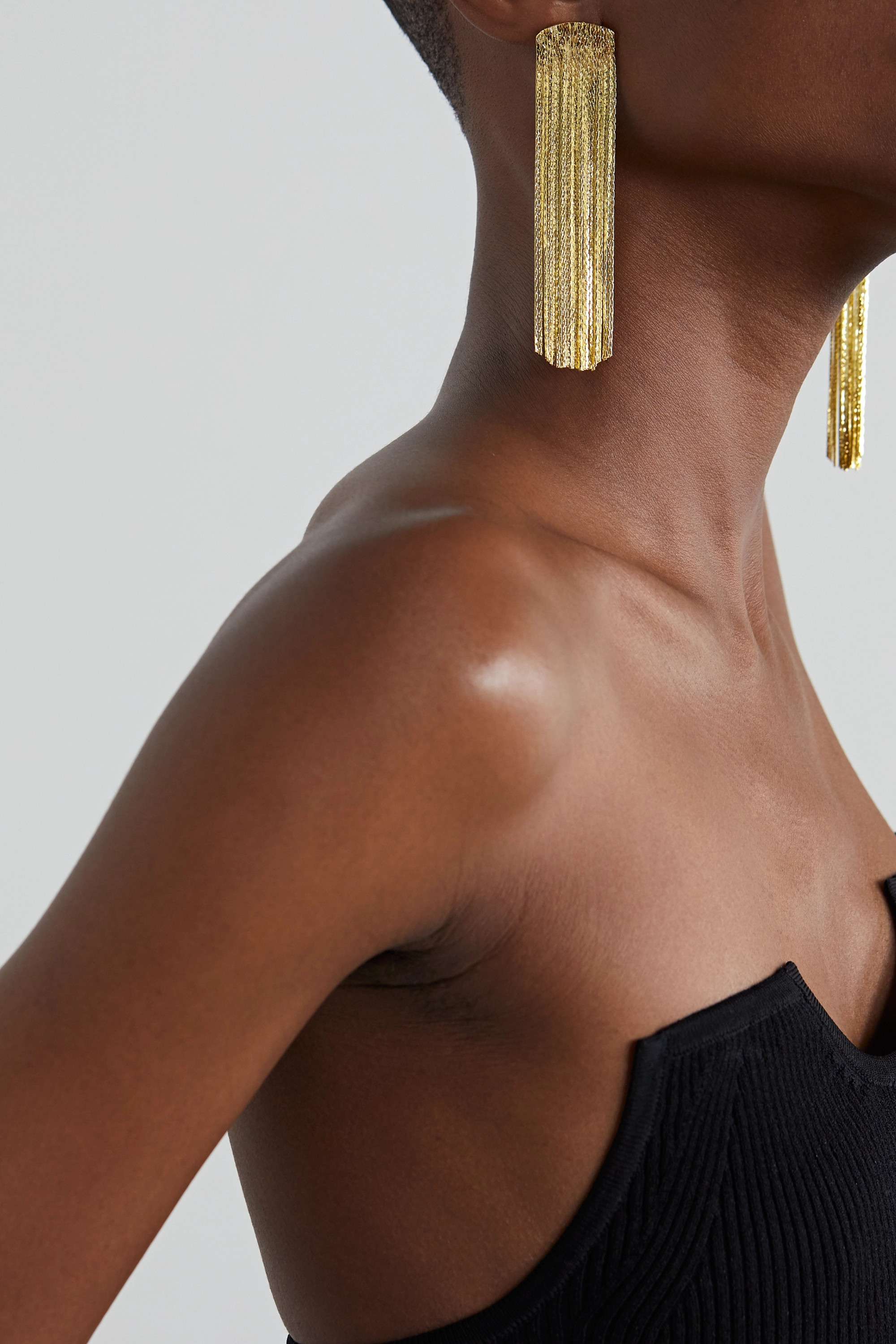 Anissa Kermiche Grand Fil d'Or vergoldete Ohrringe