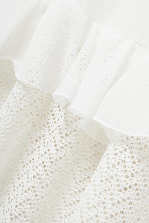 PatBO Gestuftes Maxikleid aus glänzendem Jersey und Häkelstrick mit Cut-out