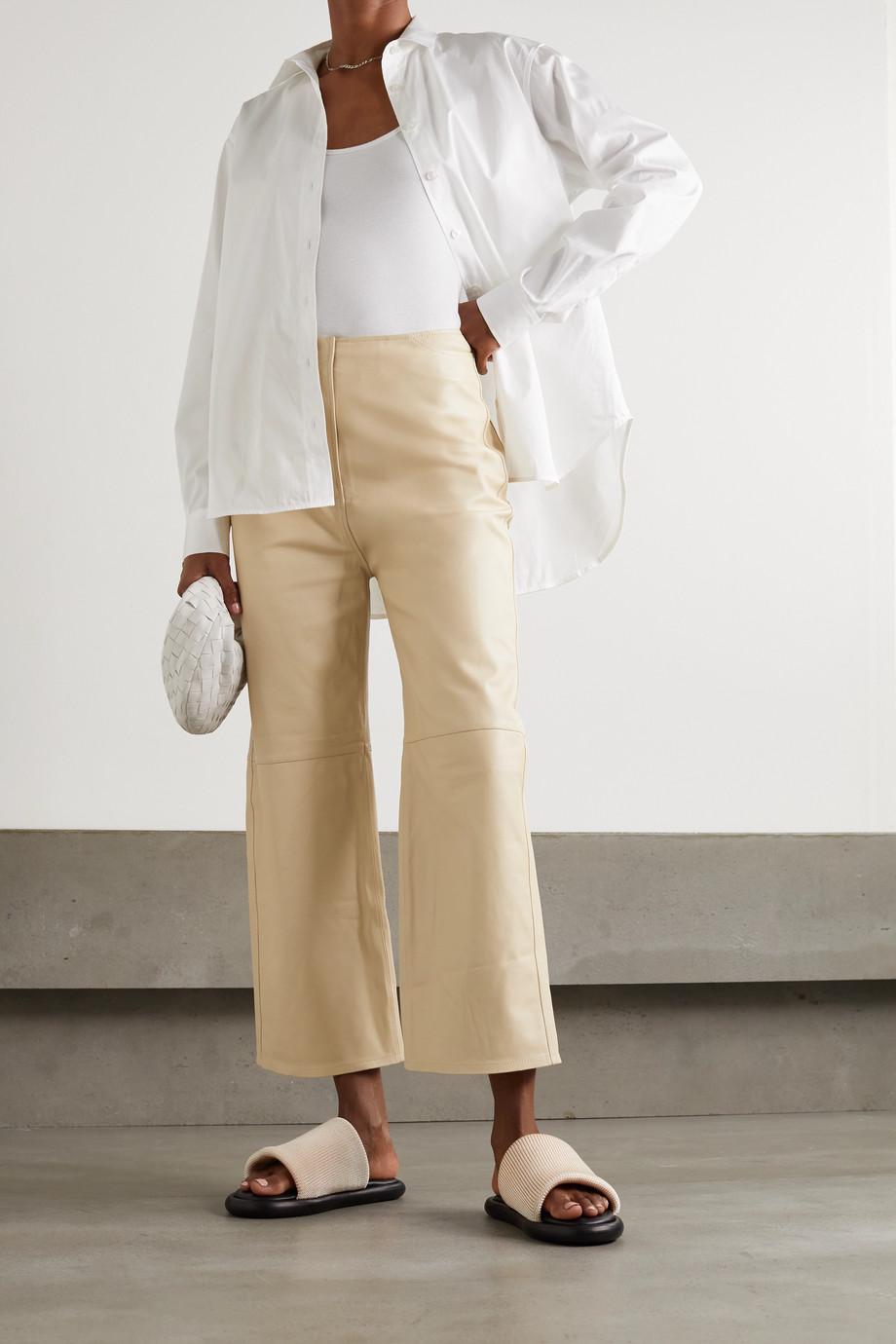 Totême Pantalon large raccourci en cuir