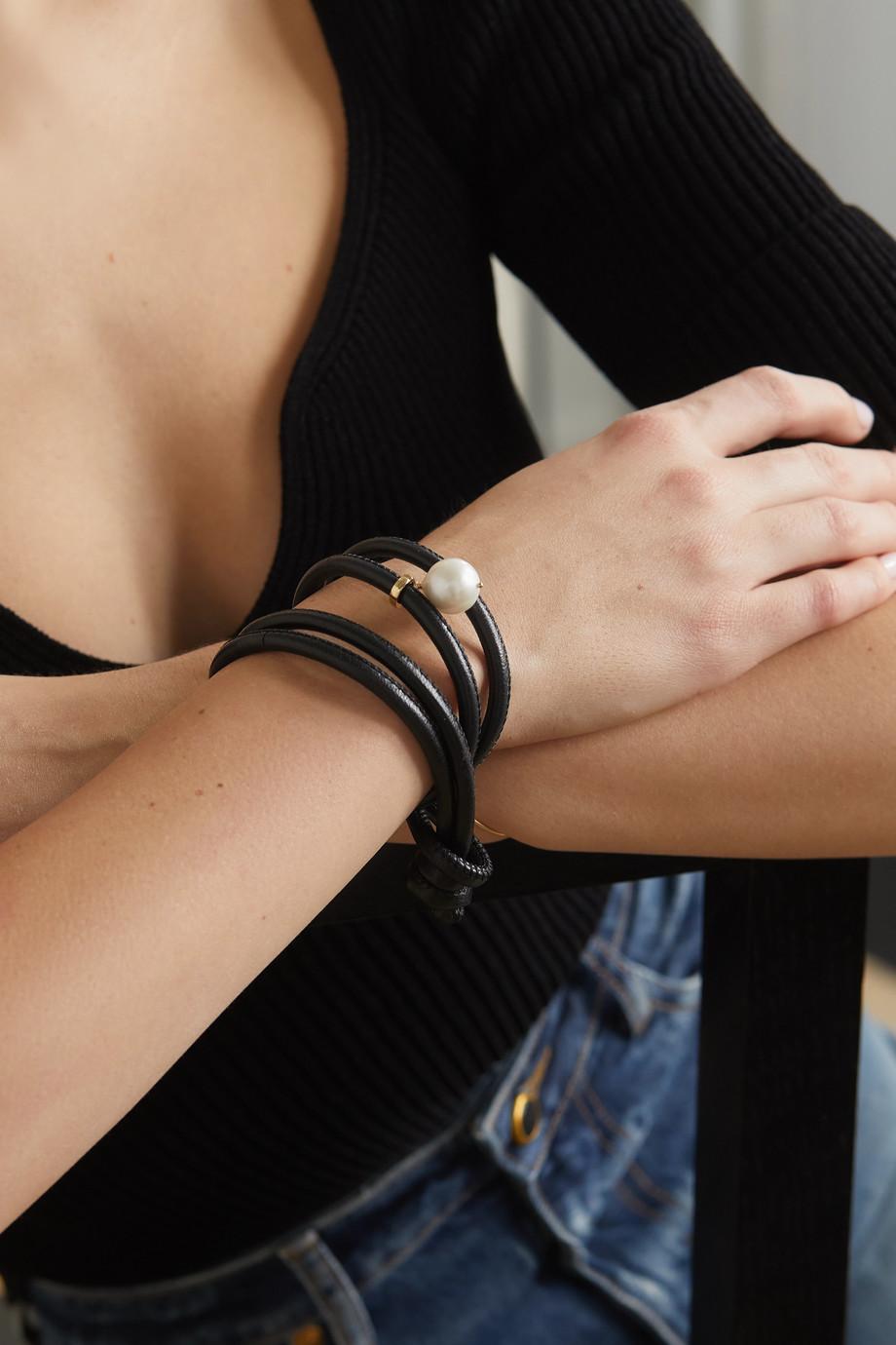 Mizuki Wandelbares Wickelarmband aus Leder mit Perle und Detail aus 14 Karat Gold