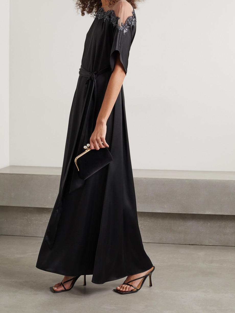 Marchesa Notte Robe aus Satin mit Tüllbesatz, Verzierungen und Bindegürtel