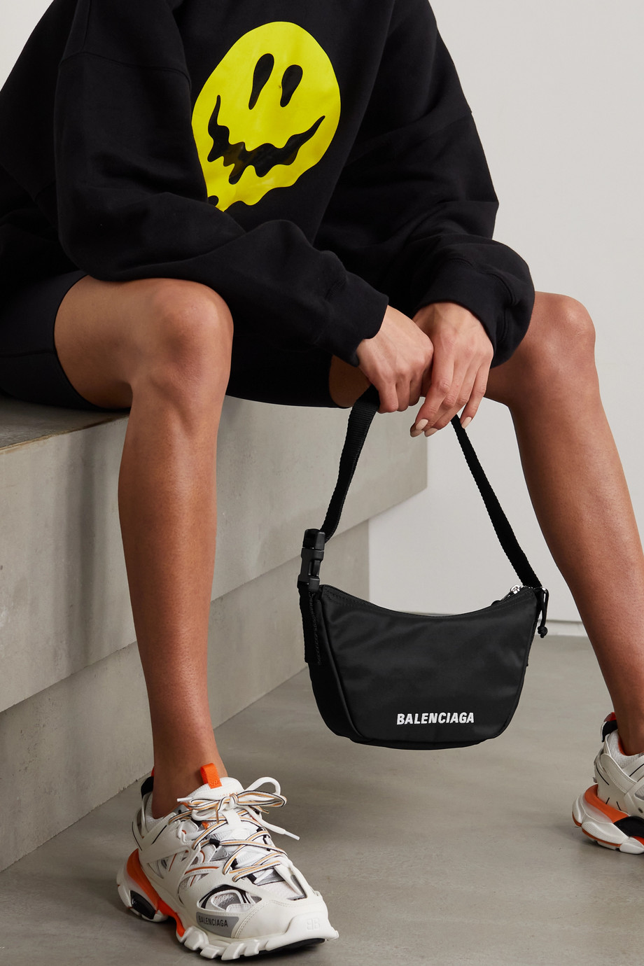 Balenciaga Sac porté épaule en tissu technique à broderies Wheel Sling