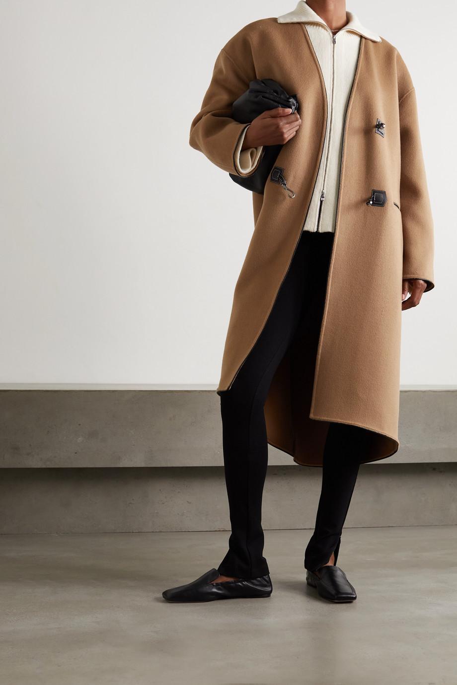 Totême Manteau en laine et cachemire mélangés brossés à finitions en cuir