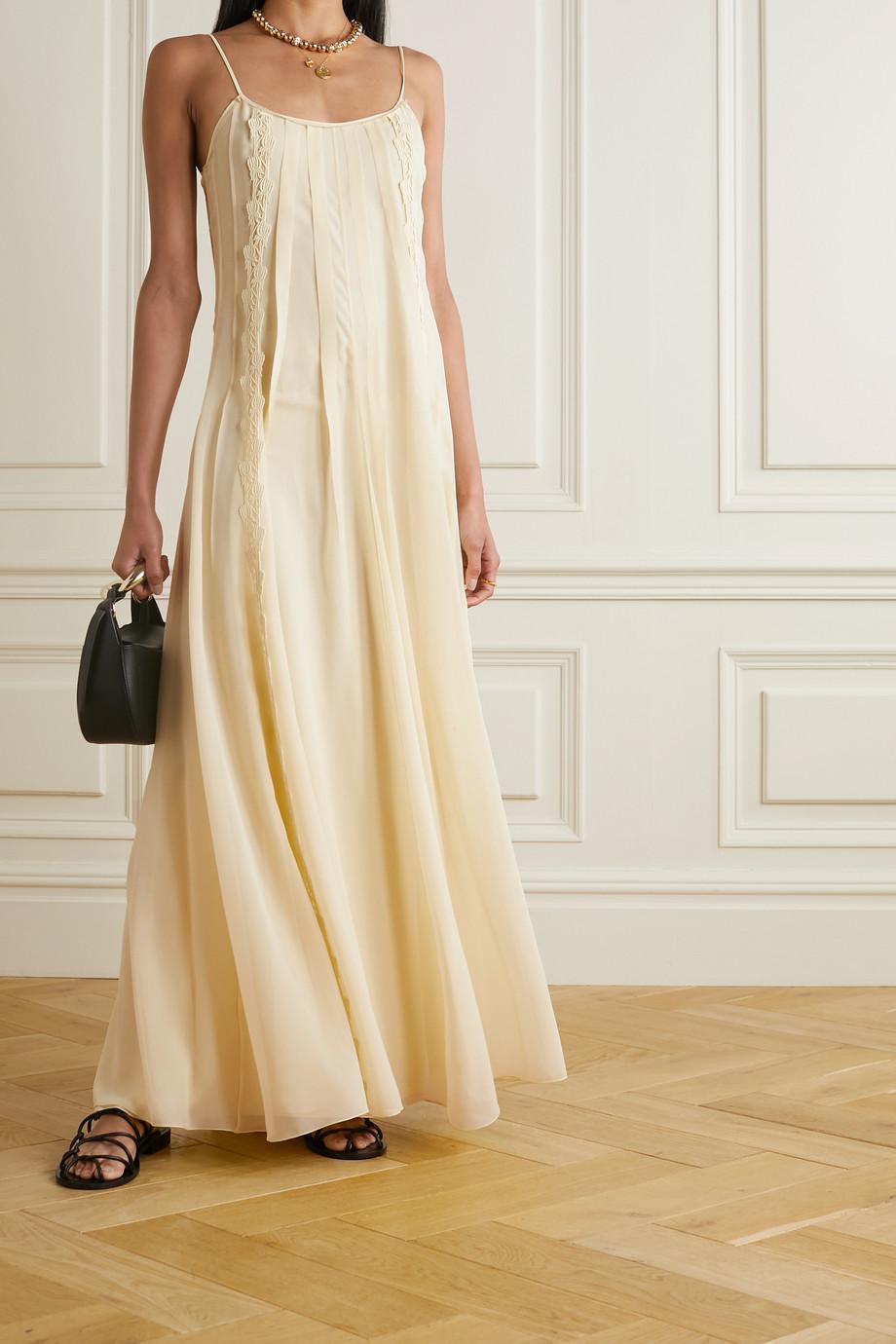 Chloé Robe longue en georgette de soie à plis et à finitions en dentelle