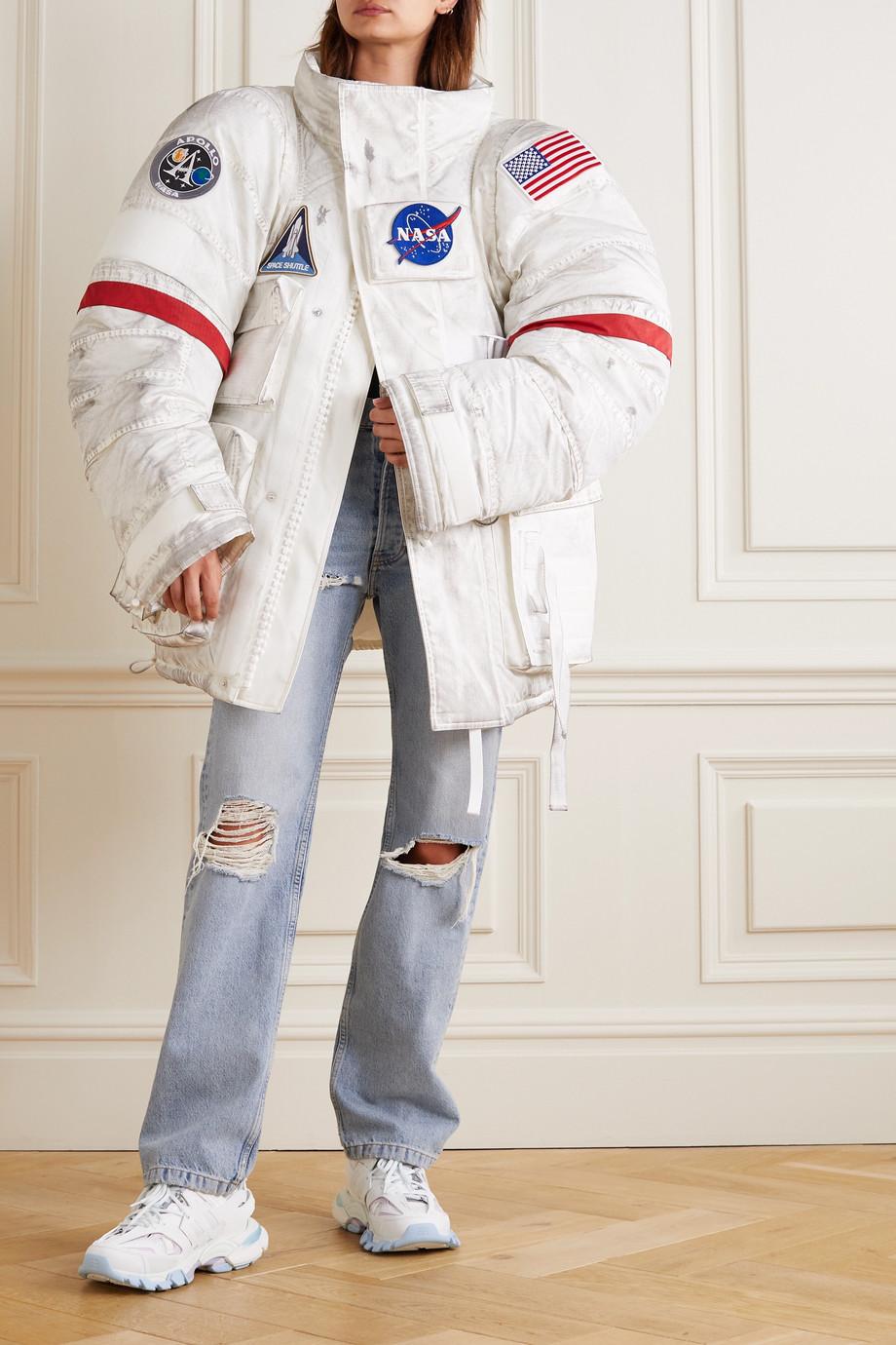 Balenciaga Space Oversized-Jacke aus gestepptem Shell mit Applikationen in Distressed-Optik