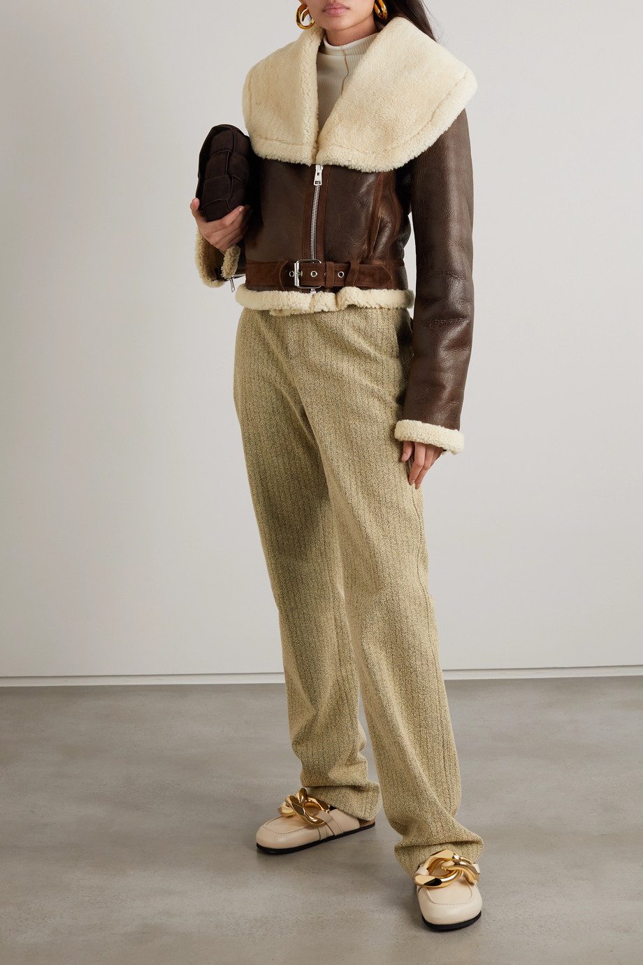 JW Anderson Veste raccourcie en cuir à finitions en peau lainée