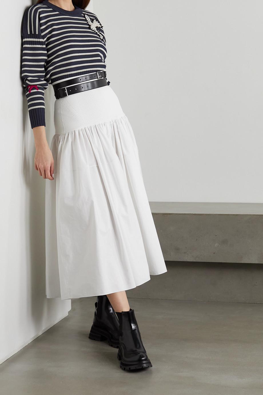 Alexander McQueen Pullover aus einer gestreiften Woll-Baumwollmischung mit Applikationen