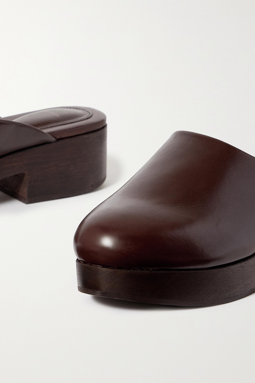 Porte & Paire Sabots plates-formes en cuir glacé x Frankie Shop