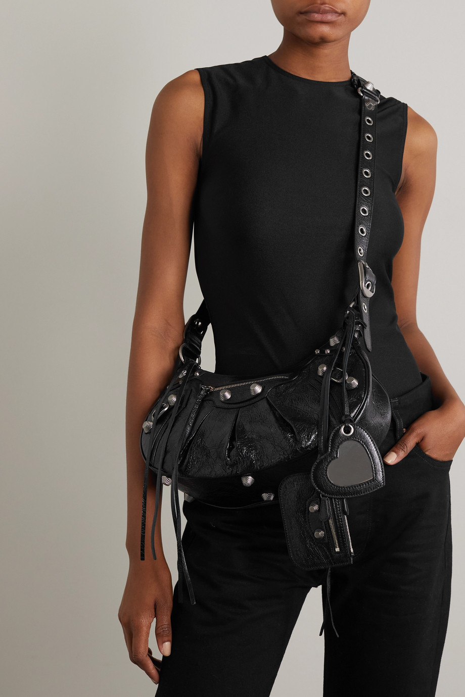 Balenciaga Cagole mittelgroße Schultertasche aus strukturiertem Leder mit Nieten