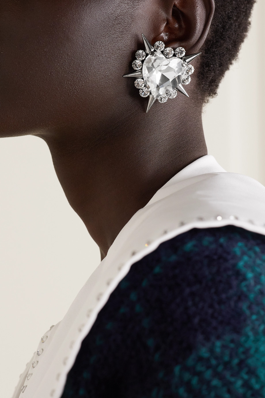 Alessandra Rich Große silberfarbene Ohrclips mit Kristallen