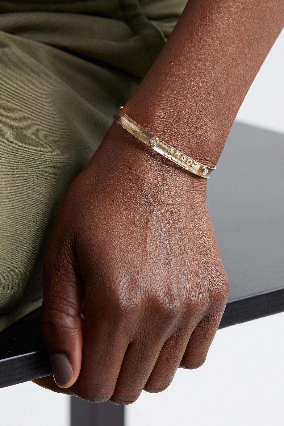 Marlo Laz Agape Armspange aus 14 Karat Gold mit Diamanten