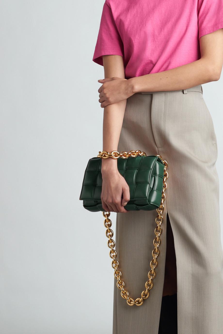 Bottega Veneta Sac porté épaule en cuir glacé intrecciato matelassé à chaîne Cassette