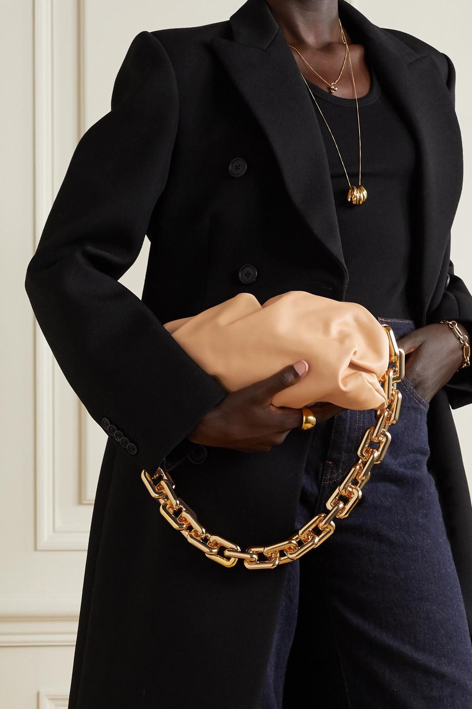 Bottega Veneta The Chain Pouch Clutch aus Leder mit Raffungen