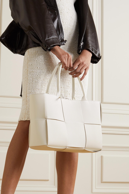 Bottega Veneta Sac à main en cuir texturé intrecciato Arco