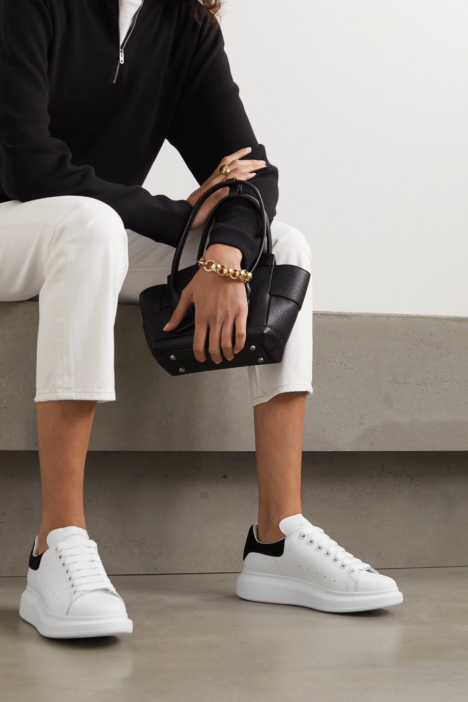 Alexander McQueen Baskets à semelles oversize en cuir à finitions en daim