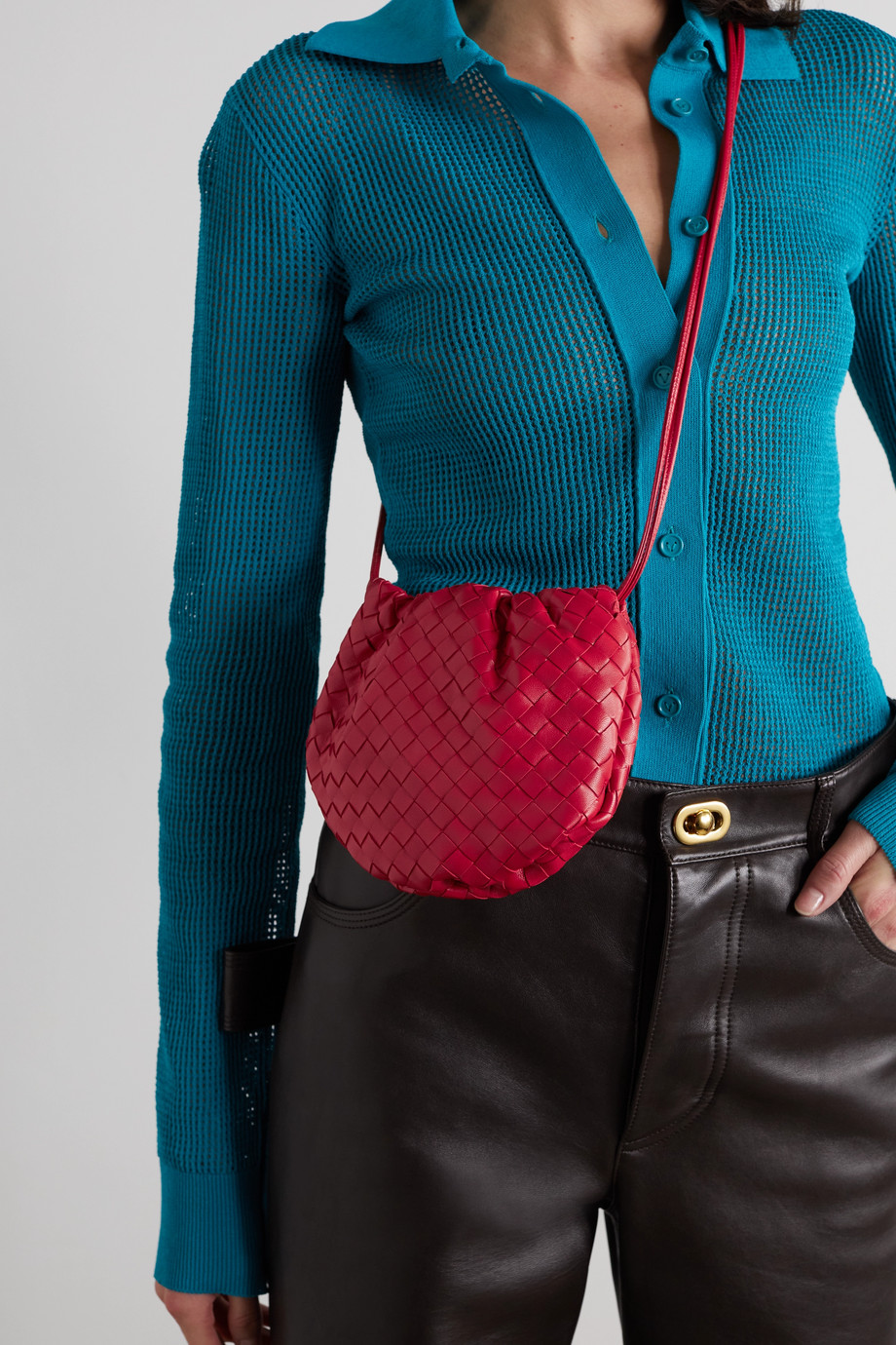 Bottega Veneta The Mini Bulb Schultertasche aus Intrecciato-Leder mit Raffungen