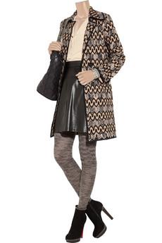 Женщины носят чулки и колготки и равнодушны к вопросам культуры.