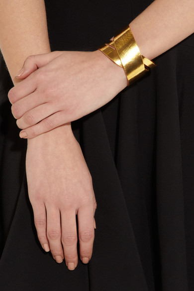 herv van der straeten ruban hammered gold plated cuff net a porter com. Black Bedroom Furniture Sets. Home Design Ideas