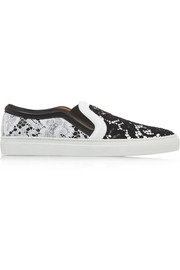 Skate shoes in black and white leather with contrasting lace