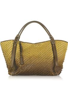 Представляем вам новую коллекцию экологических сумок Salvatore Ferragamo.