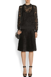Satin-trimmed pleated skirt in black lace