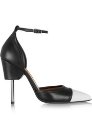 Graphic pumps in black and white leather