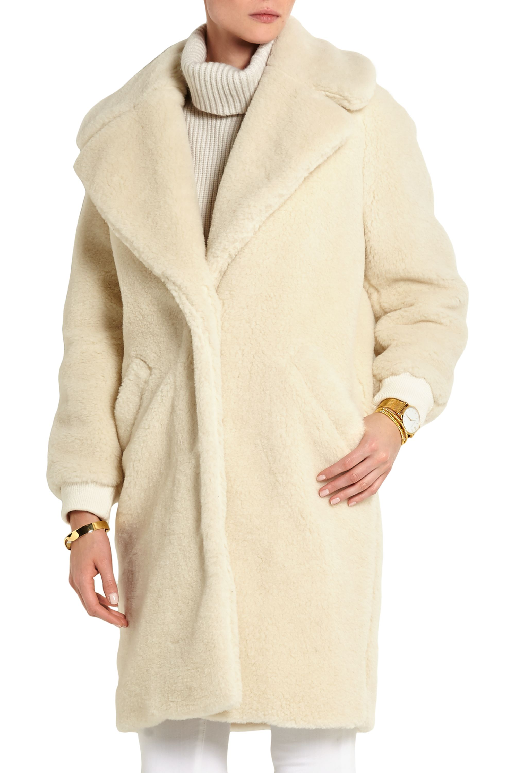 Carven Shearling-Mantel in Oversized-Passform
